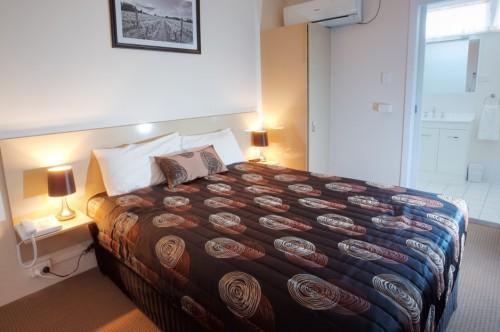 Queen Room at High Street Motor Inn Stanthorpe